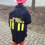 Costume e cappello pompiere fai da te senza cucire